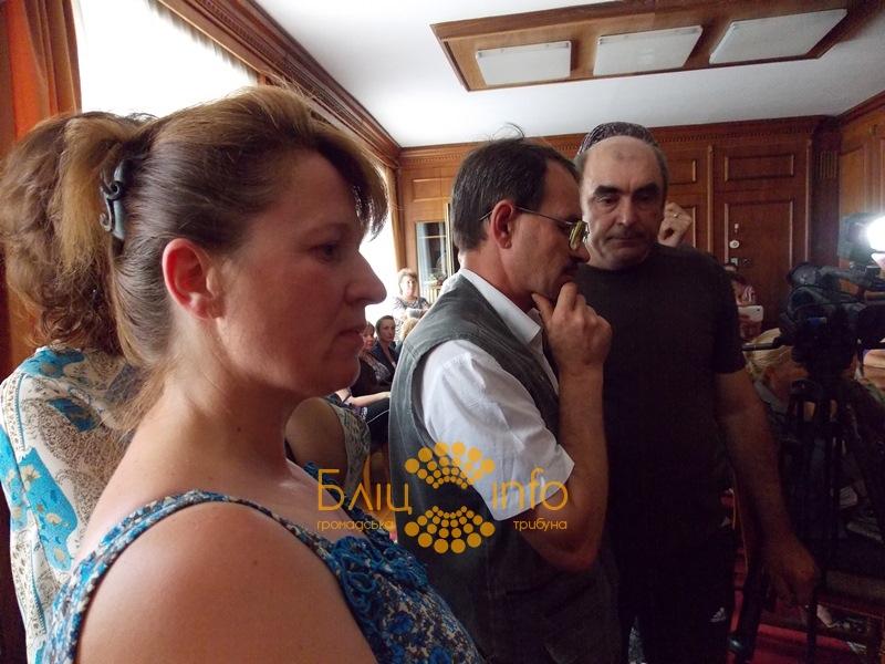 Розгнівані прикарпатські жінки вимагали у Троценка повернути їхніх чоловіків додому