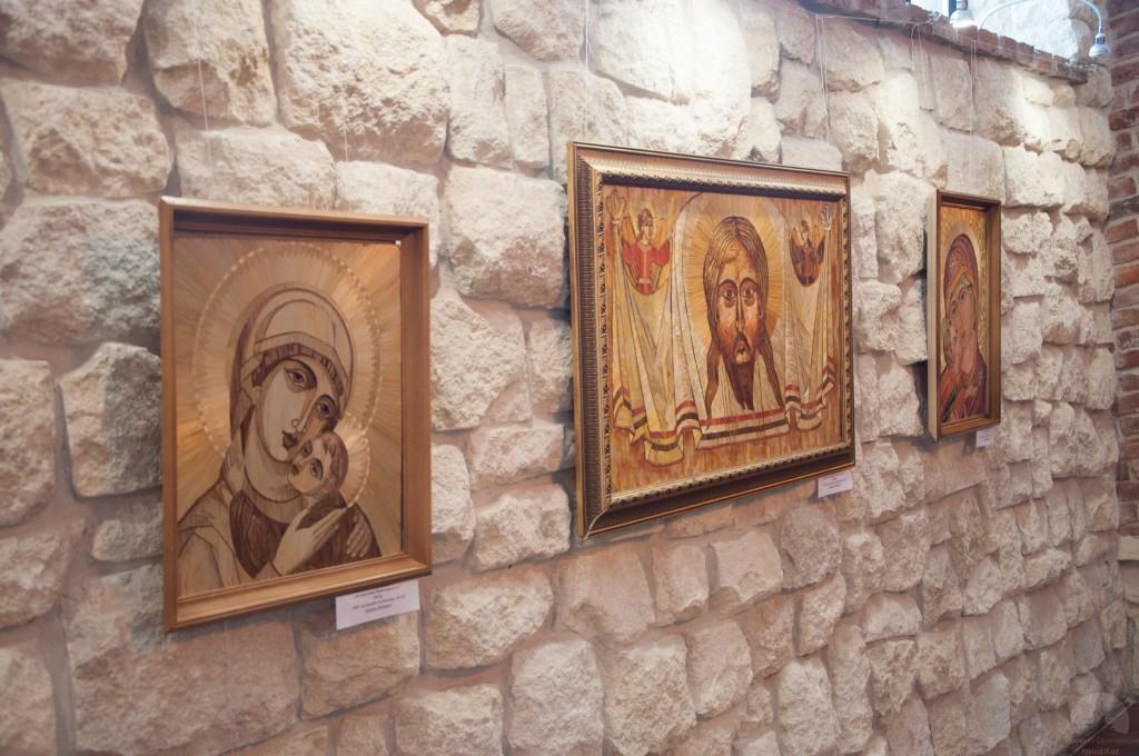 Галина Різничук презентувала виставку художніх робіт з соломки