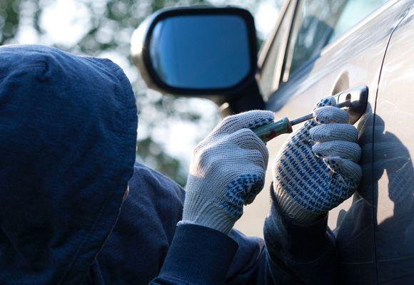 В Івано-Франківську затримали чоловіка, який обкрадав чужі автомобілі