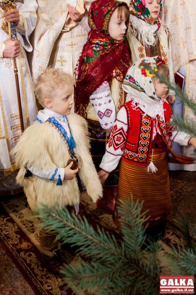 Kolyada-na-Mayzlyah-Mayzli-TSerkva-5918