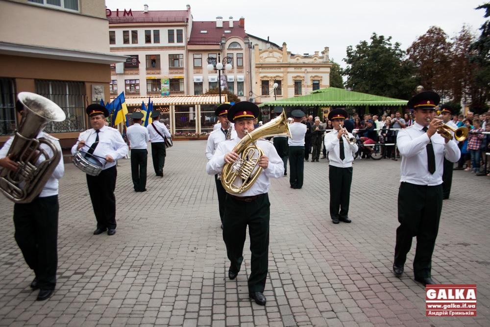oglyadoviy-maydanchik-ratusha-5789
