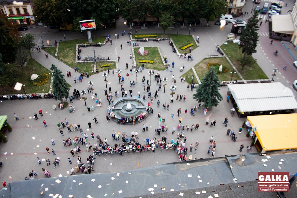 oglyadoviy-maydanchik-ratusha-5874